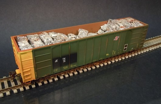 Walthers Ho Scale High Side Gondola With Bailed Scrap Load
